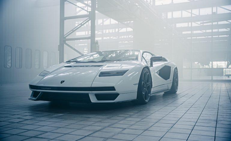 لامبورغيني كونتاش LPI 800-4 معيار تصميم وتكنولوجيا للسيارات الرياضية الفائقة الحديثة