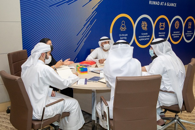 """بنك الإمارات دبي الوطني يطلق برنامج """"رواد"""" للخريجين استجابة لبرنامج """"نافس"""""""