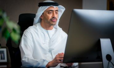 """عبدالله بن زايد: """"نافس"""" يبني جيلا جديدا من الكفاءات المواطنة الموهوبة بالشراكة مع القطاع الخاص"""