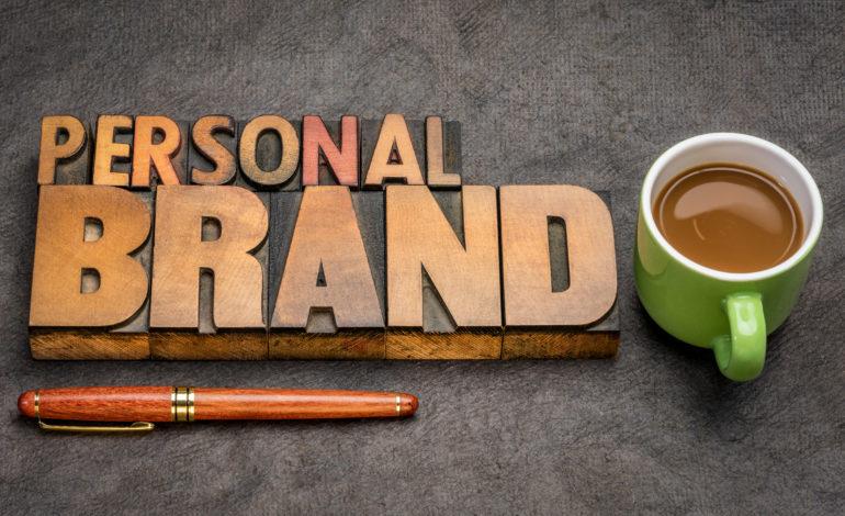 10 نصائح لتطوير علامتك التجارية الشخصية من خلال القيادة الفكرية