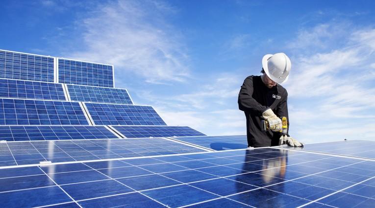 تقدم كبير في تنفيذ إستراتيجية رأس الخيمة لكفاءة الطاقة والطاقة المتجددة 2040