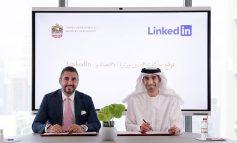 """""""الاقتصاد"""" توقع مذكرة تفاهم مع """"لينكدإن"""" لدعم جاذبية دولة الإمارات في استقطاب المواهب العالمية في القطاعات الاستراتيجية"""